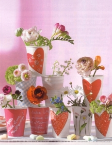 Tháp hoa từ cốc giấy
