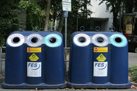 Sọt rác đầy tính kỉ luật ở Đức. Ảnh: Hiệu Minh