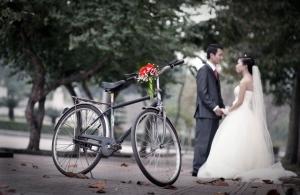Những hình ảnh thơ mộng thế này giờ chỉ còn thấy trong các bộ ảnh cưới - Ảnh: diễn đàn xe đạp