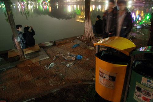 Thùng rác có ở khắp mọi nơi nhưng đều... trống rỗng