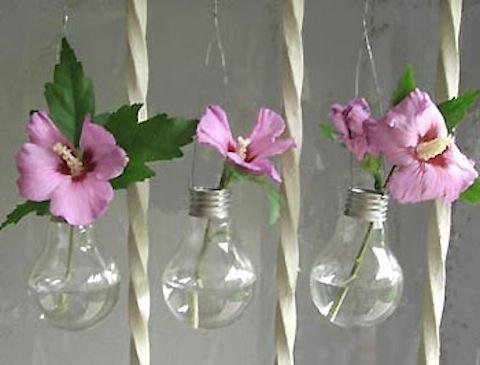 Lọ hoa từ bóng đèn cũ